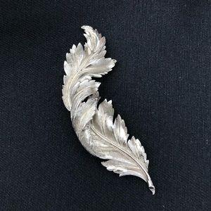 Vintage silver tone brooch/scarf pin/coat pin!